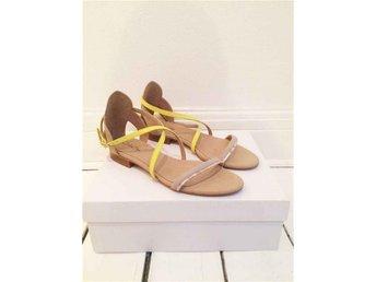Design skor av Sofie Bly - Söt sommar sandal i mirco suede. - Höganäs - Design skor av Sofie Bly - Söt sommar sandal i mirco suede. - Höganäs