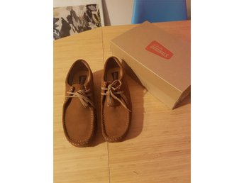 Clarks Wallabees Cola Sued