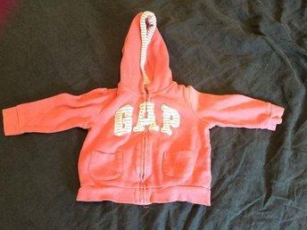 Gap rosa munkjacka Stl 6-12 månader - Varberg - Gap rosa munkjacka Stl 6-12 månaderLångärmad tröja / jacka - Varberg