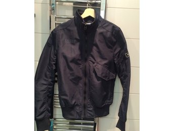 Men's Blue GStar Conway Bomber Size M - Malmö - New men's jacket that unfortunately is the wrong size for me (82kgs 178cm), will fit someone smaller perfectly ! original price 1600kr Comes from a house with a cat! - Malmö