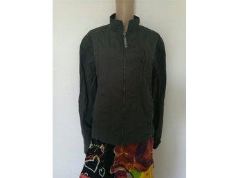 Javascript är inaktiverat. - Trelleborg - Supersnygg Armani Jeans sommar jacka strl 40 passar bade man och kvinnor jatte bra skick - Trelleborg