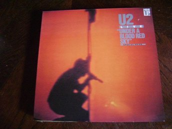 U2  ISLANDS RECORDS  205 904  UNDER A BLOOD RED SKY  1983