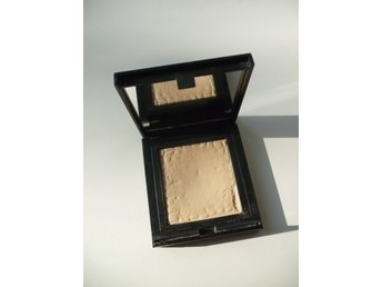 "Ljus Make Up Store Compact Powder i färgen ""Beige"""
