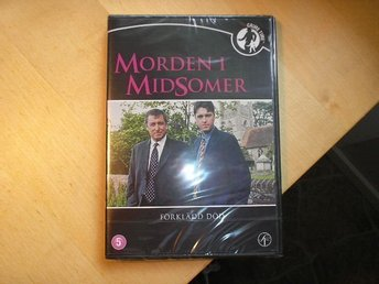 Morden i Midsomer - Förklädd Död Nr 5 - Ny DVD - Broby - Här har du en NY DVD - Morden i Midsomer - Förklädd Död Nr 5 Inplastad. Skickar mina varor med posten och följer postens portotabell. Tar en liten kostnad då jag packar i nytt packningsmaterial. Totalpriset för frakten är den som gäller.  - Broby
