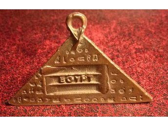 46mm . 30mm pyramid antique brons  Egypten