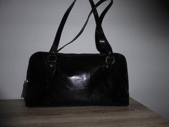 The Monte ryggsäck axelväska i svart läder skinn (336719028) ᐈ Köp ... 805486d5cc3b7