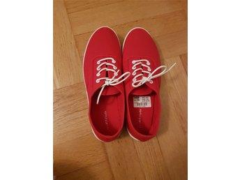 f0eddb5d22a4a1 En par nya röd skor storlek 38 (340432735) ᐈ Köp på Tradera