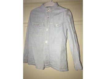 4043993e6706 skjorta stl 104 vit/blå ljusblå från Kappahl randig sommar vår klassisk