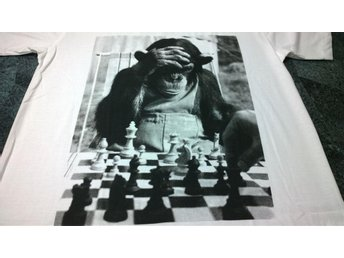 T-Shirt. Vit. Monkey. Chess. Large