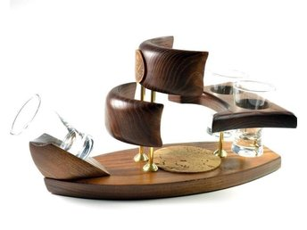 *Piratskepp* wood mini-bar vodka/alcohol/drink set