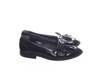 TOPSHOP svarta spetsiga skor ankelboots lack lackskor strl 39
