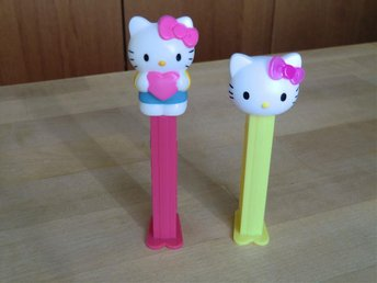 2 PEZ - Hello Kitty