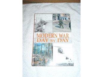 Alex Hook - MODERN WAR DAY BY DAY - Norsjö - Alex Hook - MODERN WAR DAY BY DAY - Norsjö