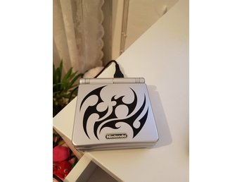 Gameboy Advance SP tribal edition, 2spel och orginalladdare