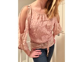 FAV one size tunika, cold shoulder, Loose fit, så fin!