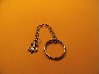 Fleur de lis nyckelring / Flower of the lily keyring