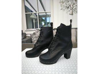 67bb298a675 Swedish Hasbeens high heels - svarta stövletter - normal strl 39 - kängor  ...