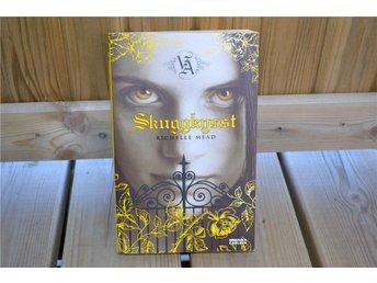 Skuggkysst - Richelle Mead (Bok #3 i Vampire Academy) 2008 Svenska Nyskick - Vännäs - Skuggkysst - Richelle Mead (Bok #3 i Vampire Academy) 2008 Svenska Nyskick - Vännäs