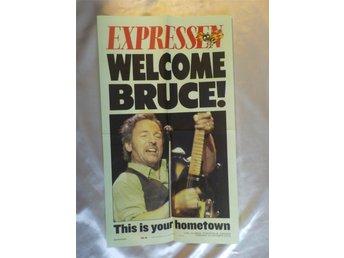 """Javascript är inaktiverat. - Farsta - Uppsatt i några få ex utanför Grand Hotel i Sthlm för att välkommna Bruce Springsteen till Sverige (Bruce Springsteen Tour ca -99). Imponerar med glas och ram. Objektet har också ett """"Köp Nu""""-pris, så det kan vara bra att lägga ett bud n - Farsta"""
