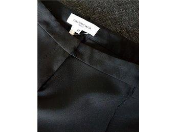 FRAKTFRIA ÄKTA Balenciaga kostymbyxor classy kostym byxor chnos svarta preppy 40 - Uddevalla - FRAKTFRIA ÄKTA Balenciaga kostymbyxor classy kostym byxor chnos svarta preppy 40 - Uddevalla