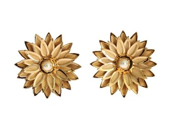 Dolce & Gabbana - Gold Brass Floral White Pearl Earring