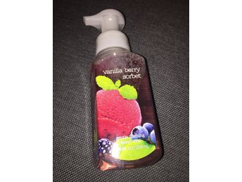 BATH & BODY WORKS Hand Soap - VANILLA BERRY SORBET