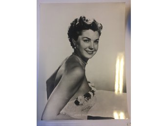 Esther Williams.  artistfoto.