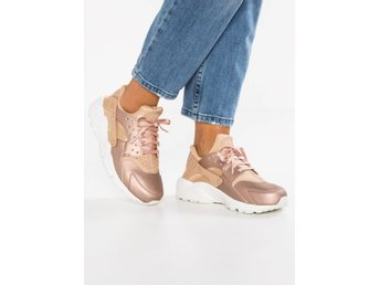 Nike air huarache run i färgen metallic rose guld-nude