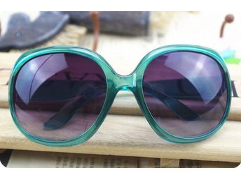 (SKU00149)1ST Retro Women Oversized Designer Sunglasses(Green)