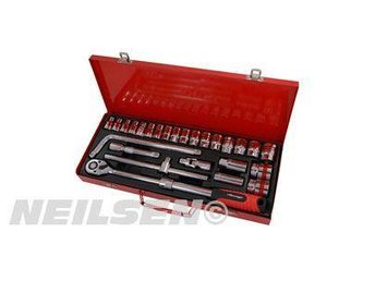"26 Pieces 1/2"" Drive Metric Socket Set with Extension Ratchet 8 to 32 mm"