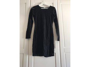 Svart långärmad tight klänning, nypris 549: (363431704) ᐈ