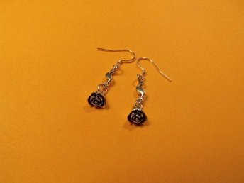 Rosa örhängen / Rose earrings