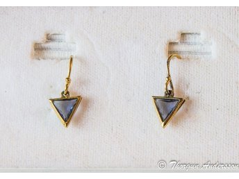 1 par Vintage örhängen m krokar, blålila stenar o förgyllt, från ca 70-80 talet - åkersberga - 1 par Vintage örhängen m krokar, blålila stenar o förgyllt, från ca 70-80 talet - åkersberga