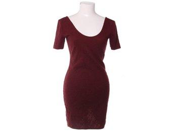 02a2d6142ed3 Nyskick! VinRöd mjukt material klänning med ros.. (352830275) ᐈ Köp ...