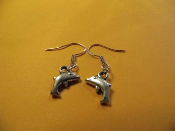 Delfin örhängen / Dolphin earrings