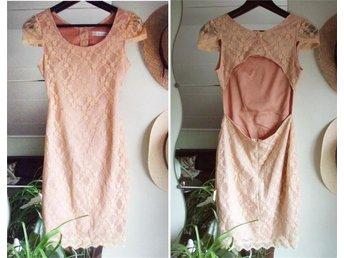 Aprikos klänning S [spetsklänning spets grunge ljusrosa boho korall öppen rygg] - Järfälla - Aprikos klänning S [spetsklänning spets grunge ljusrosa boho korall öppen rygg] - Järfälla