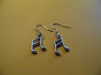 Musiknot örhängen / Music note earrings