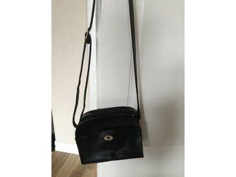 DKNY skinnväska från Donna Karan New York (352871732) ᐈ Köp
