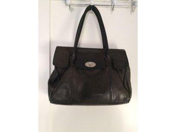 Svart handväska i äkta skinn i märket Aura - Uddevalla - Svart handväska i äkta skinn i märket Aura - Uddevalla