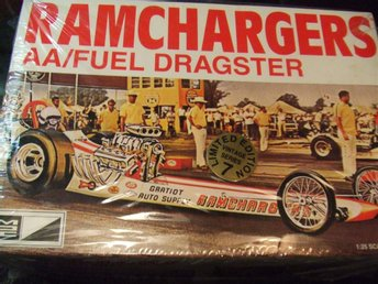 MPC Ramchargers AA/Fuel Dragster  Skala 1/25