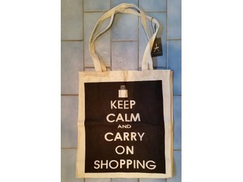 Kraftig tygkasse med texten: Keep Calm and Carry on Shopping.