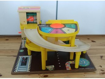 Leksaksgarage  Fisher Price med bilhiss