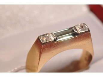 Vacker ring m baguette slipad sten 18k 3,1 gr Ø17,5 mm,  V8123