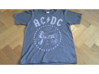 Acdc T-shirt för 9-11 år - Värnamo - Acdc T-shirt för 9-11 år - Värnamo