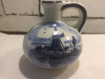 Liten vas/urna Delft Blue. Handpainted. Made in Holland