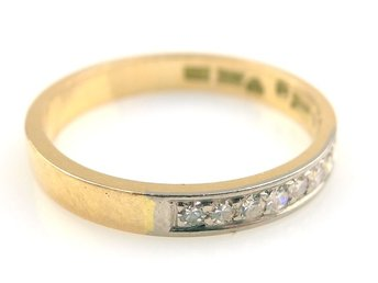 RING, 18K, Ø 18,35mm, 3,20g, 8 diamanter.