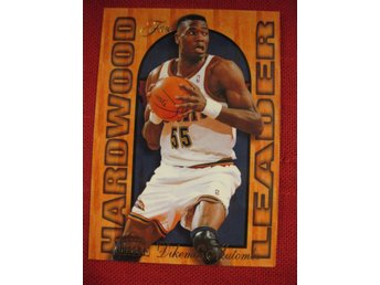 DIKEMBE MUTOMBO -  HARDWOOD LEADER - FLAIR 1995-96  - BASKET