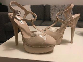 Högklackad - Hässelby - Höga skor från Nelly. Helt nya i Stl 38. - Hässelby