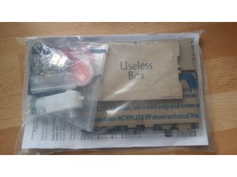"Byggsats ""Useless Box"""