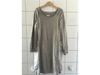 Noa Noa klänning i storlek 128 7-8 år - Limhamn - Noa Noa klänning i storlek 128 7-8 år - Limhamn